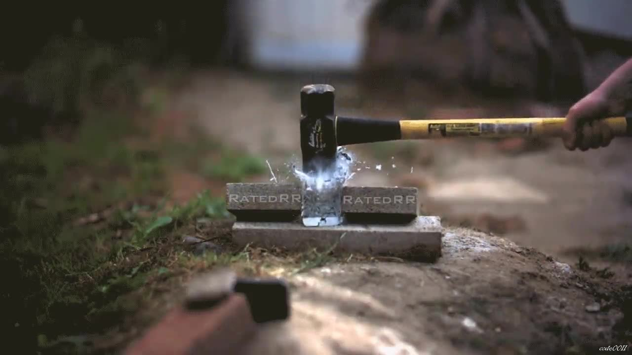 Enlace a Aplastando con un martillo en cámara lenta un iPhone 6 congelado