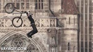 Enlace a Una acrobacia aérea en BMX a cámara lenta, ¡qué pasada!