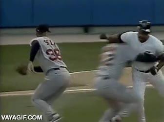 Enlace a Ante agresión de bateador cabreado: esperar, finta y placaje lateral