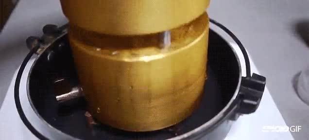 Enlace a Así se pueden conseguir esferas perfectas de hielo a base de presión