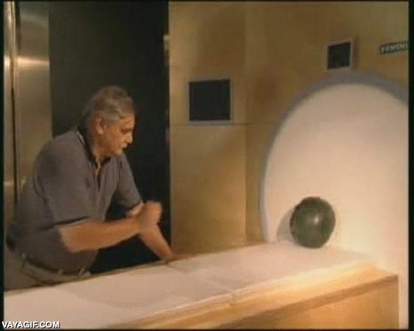 Enlace a Esto es lo que pasa si te acercas con objetos metálicos a una máquina de resonancia magnética