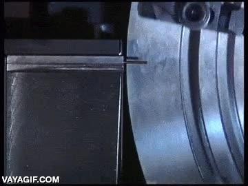 Enlace a Así se hacen los clips para el papel