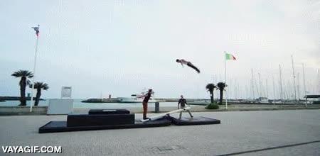 Enlace a Utilizando una palanca para hacer auténtico arte acrobático