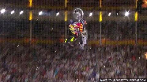 Enlace a Tom Pages haciendo un truco con la moto que todavía no me creo