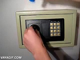 Enlace a Mira si las cajas fuerte made in China son poco fiables que las abres hasta con un mechero