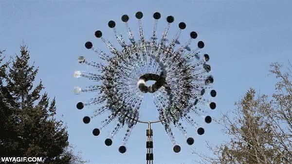 Enlace a Espectacular escultura kinética que se mueve con el viento
