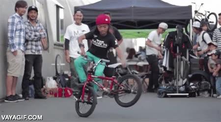 Enlace a Yo a su edad todavía iba en bici con ruedines