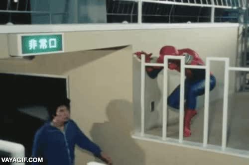 Enlace a Spiderman desde que no le incluyeron en Los Vengadores se ha vuelto malote