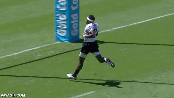 Enlace a Que alguien le explique al yanki que en el rugby hay que plantar la pelota en el suelo para sumar