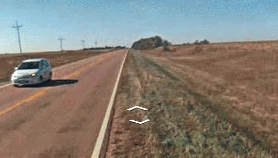 Enlace a Parece que el conductor del coche de Google Streetview ha pegado una cabezadita al volante