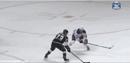 Enlace a Menuda calidad tiene este tío jugando a hockey sobre hielo