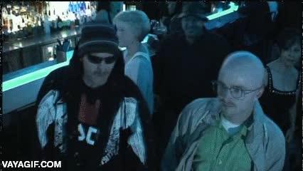Enlace a Bryan Cranston disfrazado de Jesse Pinkman y Aaron Paul de Walter White