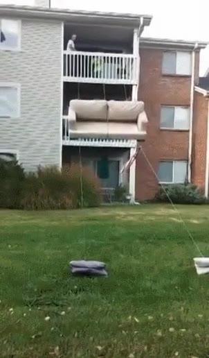 Enlace a Hacer la mudanza de tu segundo piso sólo con dos cuerdas
