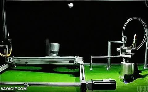 Enlace a Una máquina que lanza y recoge pelotas lanzadas al aire