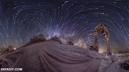 Enlace a Una multi-panorámica en 360º del cielo estrellado del desierto