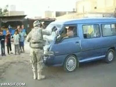 Enlace a La nueva campaña del ejército de USA para ganar simpatías en Irak