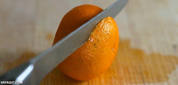 Enlace a Cómo cortar una naranja lista para servir en 3 sencillos cortes