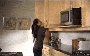 Enlace a Todo lo que es capaz de guardar tu madre en un armario de la cocina