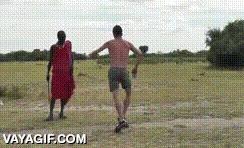 Enlace a ¿Vas a África a aprender bailes típicos de allí? No, voy a enseñarles