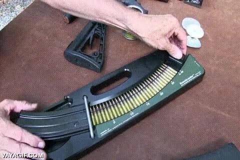Enlace a Así se llenan los cargadores de las metralletas