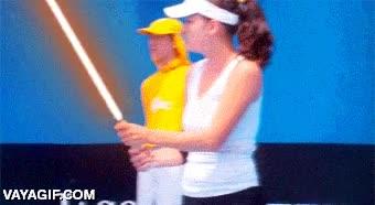 Enlace a ¿No te da rabia cuando se activa tu raqueta láser sin apretar el botón?
