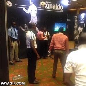 Enlace a Para todos aquellos que dicen que Cristiano Ronaldo no salta tanto