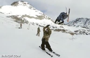Enlace a Así es como se deben hacer los high fives en la nieve