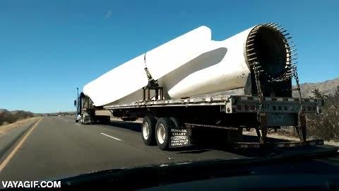 Enlace a Éste es el tamaño de las aspas de algunos generadores eólicos, ¡flipa!