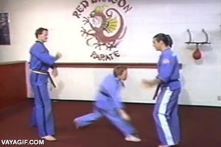 Enlace a Apúntate a karate, allí te enseñarán a defenderte de los abusones, por las malas