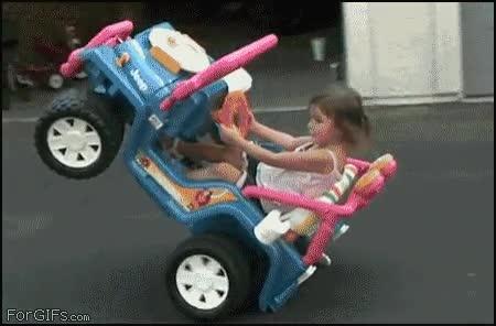Enlace a Esta niña tiene un gran futuro en el mundo de la conducción