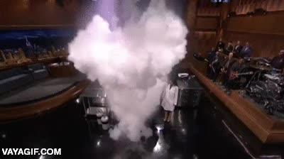 Enlace a Echar agua templada en nitrógeno líquido y generar una bomba de nubes