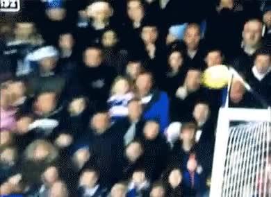Enlace a El riesgo de tener asientos detrás de las porterías en un partido de fútbol