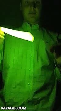 Enlace a Y por eso no es buena idea meter tubitos fluorescentes en el microondas