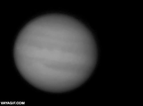 Enlace a Una pequeña explosión en Jupiter, que por escala aproximada, debe ser del tamaño de Madrid