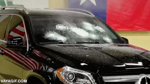 Enlace a Esto es confiar en tu producto, el director de esta empresa de cristales blindados dentro del coche