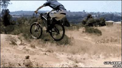 Enlace a ¡Espera, no huyas ciclista cobarde! ¡Yo también puedo saltar como tú! Ah, pues no...