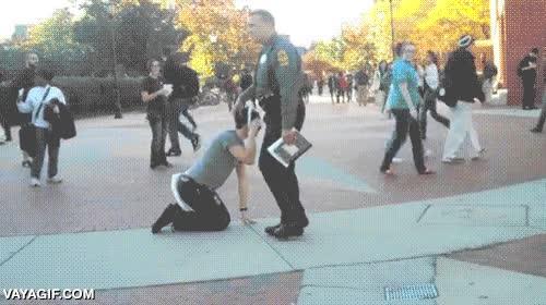 Enlace a Intentar trollear al vigilante de seguridad y que se lo tome con humor