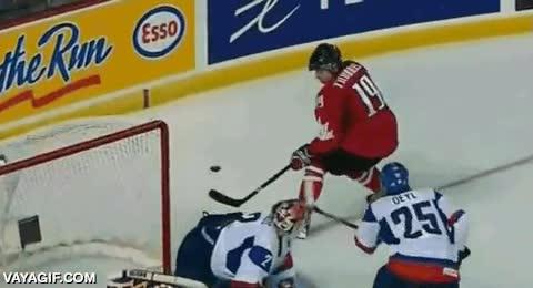 Enlace a La habilidad de algunos jugadores de hockey sobre hielo es magistral