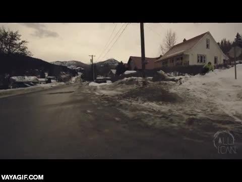 Enlace a ¿Quién necesita ir a una pista de esquí teniendo una calle así?