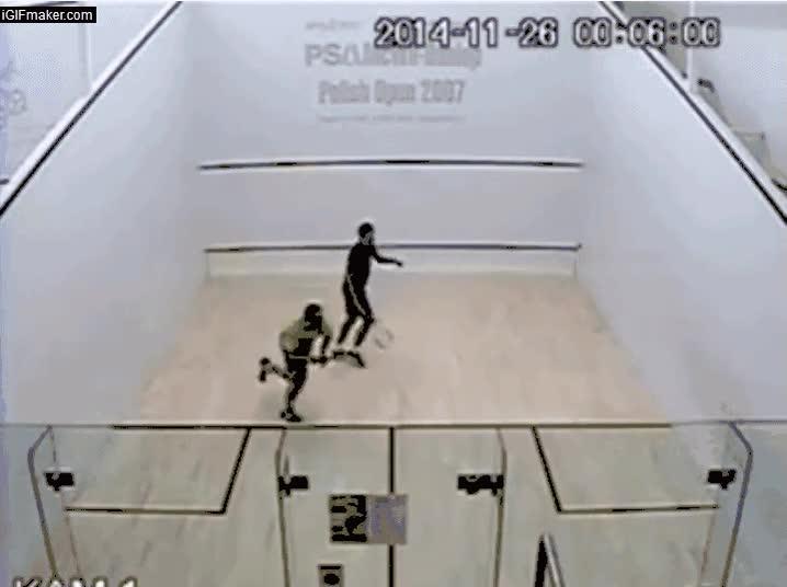 Enlace a Por si alguien cree que el squash es un deporte aburrido, ojo al puntazo que se juegan estos dos