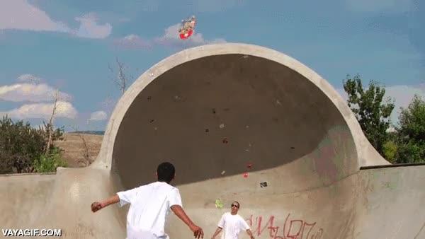 Enlace a Cuando dos skaters con mucho talento se unen para hacer un truco casi imposible
