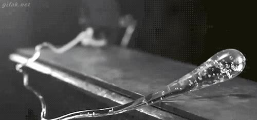 Enlace a Así reacciona el vidrio al romperse cuando tiene una forma poco homogénea