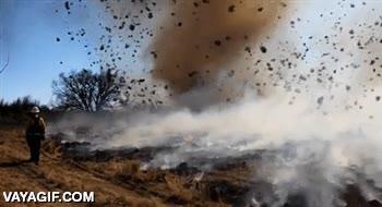 Enlace a Cuando un tornado pasa por encima de un pequeño incendio