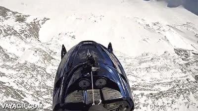 Enlace a Hay deportes extremos, pero nunca tanto como el parapente en moto de nieve