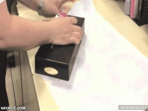 Enlace a Así envuelven los regalos los japoneses, eficacia al máximo