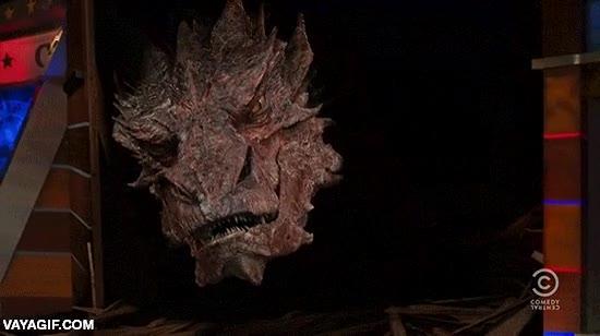Enlace a La típica entrevista a un dragón gigante en un plató de televisión, Smaug superstar