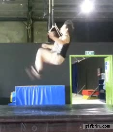 Enlace a Las increíbles habilidades de un trapecista profesional
