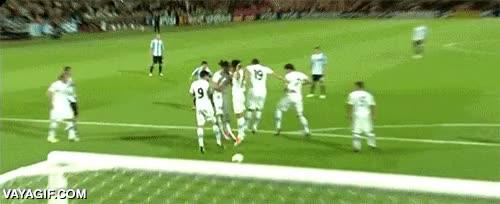 Enlace a Nada da más rabia a un portero que un gol de falta por debajo de la barrera