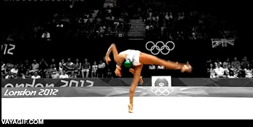 Enlace a Estabilizar un gif de gimnasia artística centrado en la pelota y fliparlo muy fuerte