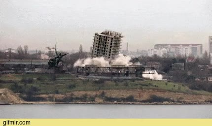 Enlace a La demolición de este edificio en Sevastopol no sale cómo todo el mundo esperaba